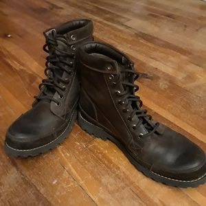 Timberland leather boots. New! Size 9